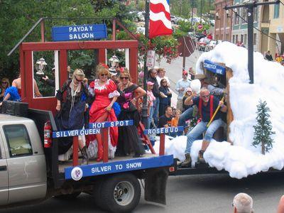 100715-parade2